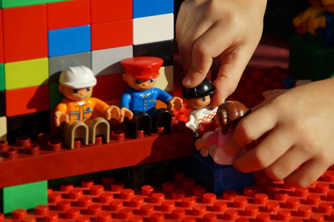 Играчки, които подпомагат развитието на пространствени умения, творчество и социални умения в децата